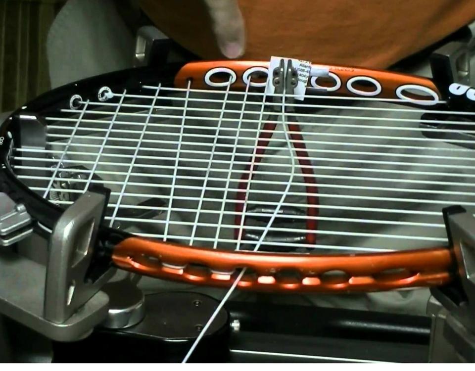 cordage-raquette-tennis-service-bernard-trottier-sports